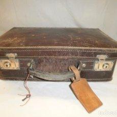 Antigüedades: ANTIGUA MALETA DE BARBERO. DE PIEL. SIN ACCESORIOS. CON LLAVE. Lote 80865195