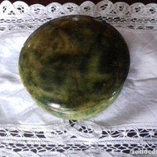 Antiquités: ANTIGUA CAJA REDONDA DE ALABASTRO VERDE.. Lote 80868219