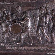 Antigüedades: BAJORRELIEVE BANDA CALLEJERA, EN LATON CON PATINA PLATEADA. Lote 80934280