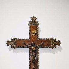 Antigüedades: CRUCIFIJO ANTIGUO DE MADERA TALLADA. Lote 81025132