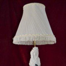 Antigüedades: LAMPARA CON FIGURA LA MARQUESA DE SOLANA DE PORCELANA ALGORA . Lote 81035168