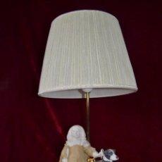 Antigüedades: LAMPARA CON FIGURA DE ANTONIO EL INGLES EN PORCELANA ALGORA. Lote 81035328
