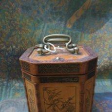 Antigüedades: MAGNIFICA Y ANTIGUA CAJA DE TE CHINA SIGLO XIX DE MUSEO PRECIOSAS GRABACIONES 1.520,00 €. Lote 81041220