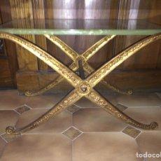 Antigüedades: MESA BAJA DE BRONCE CON TAPA DE ONIX. Lote 81048168