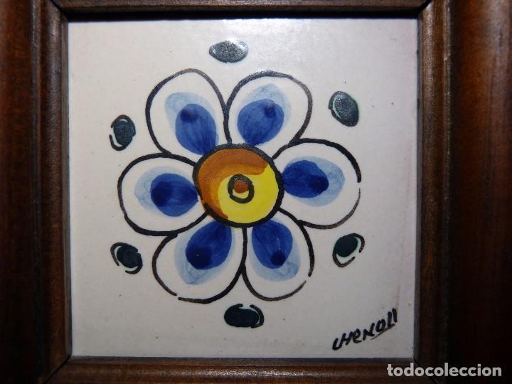 Antigüedades: PEQUEÑO AZULEJO DE MANISES ENMARCADO. FIRMA CHENOLL 1986. OLAMBRILLA 7,5x7,5 cm. - Foto 2 - 81050056