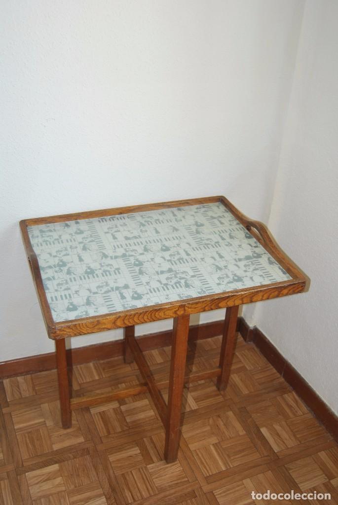 PRECIOSA MESA AUXILIAR DE MADERA DE ROBLE - PLEGABLE - BANDEJA - AÑOS 30-40 (Antigüedades - Muebles Antiguos - Mesas Antiguas)
