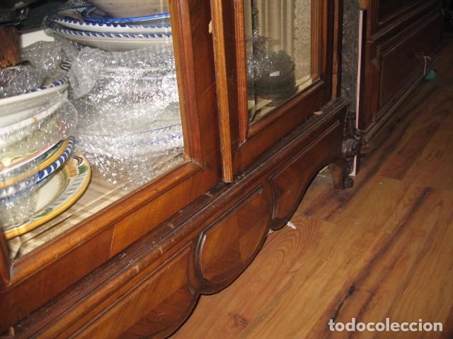 Antigüedades: Antiguo armario alto con copete 2,50 cm. vitrina baldas y puertas cristal biselado 113 X 52 cm. - Foto 4 - 81068048