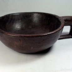 Antigüedades: ANTIGUO RECIPIENTE CUENCO CON ASA EN MADERA. ETNOGRAFÍA ASTURIAS. Lote 81077416