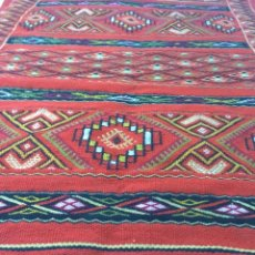 Antigua alfombra de gran formato creo que de l comprar for Alfombras motivos geometricos
