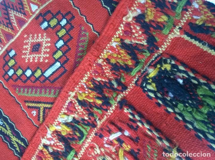 Antigüedades: Kilim de lana artesanal roja con motivos geométricos. - Foto 3 - 81101256