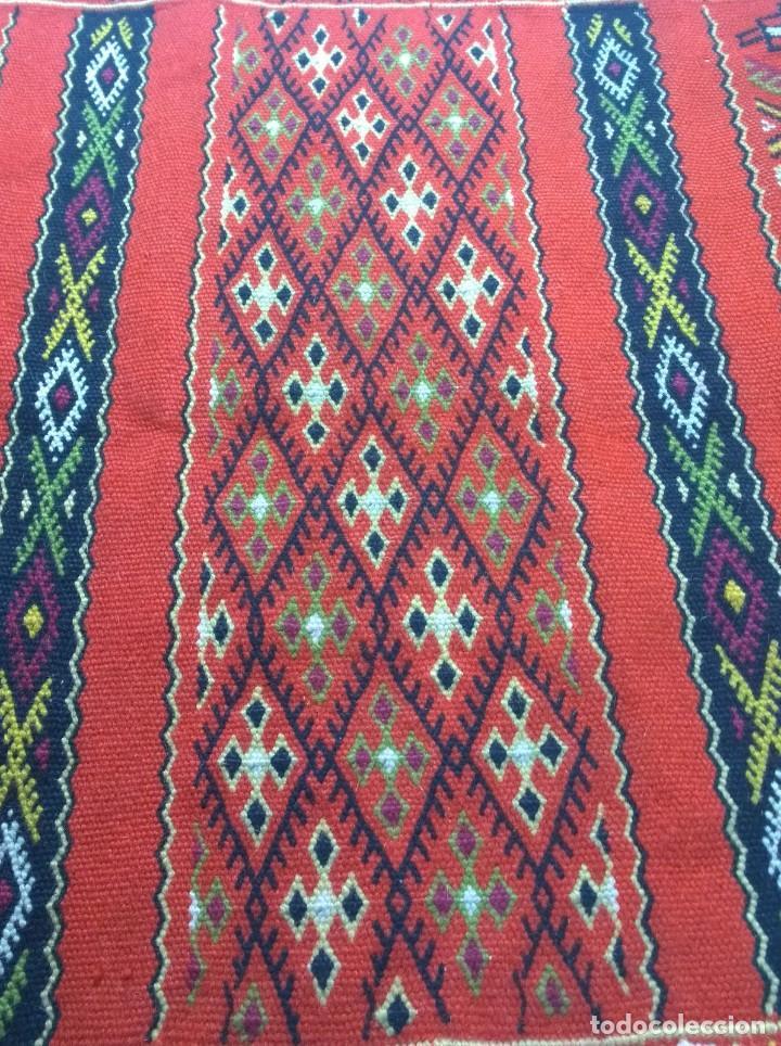 Antigüedades: Kilim de lana artesanal roja con motivos geométricos. - Foto 4 - 81101256