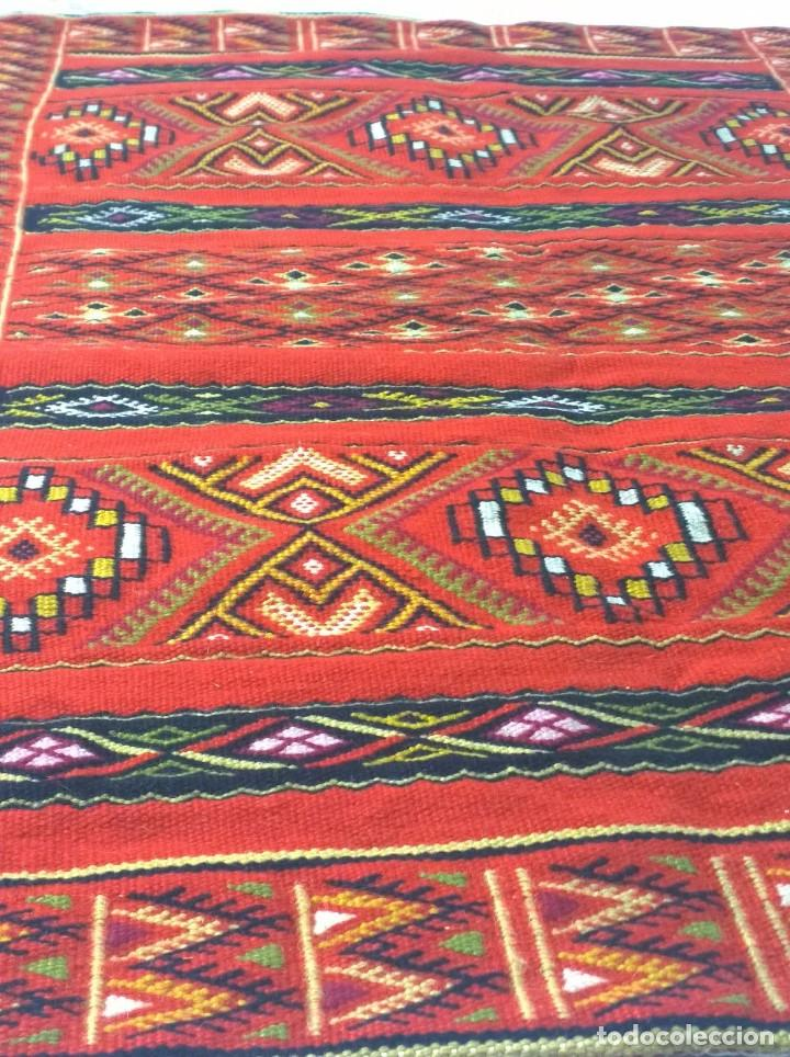 Antigüedades: Kilim de lana artesanal roja con motivos geométricos. - Foto 5 - 81101256