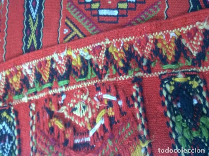 Antigüedades: Kilim de lana artesanal roja con motivos geométricos. - Foto 6 - 81101256