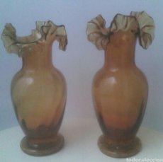 Antigüedades: JARRONES VINTAGE DE CRISTAL AMBAR. Lote 81209052