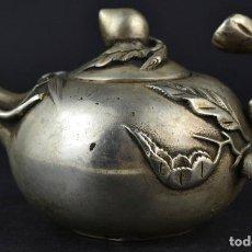Antigüedades: ANTIGUA TETERA ORIENTAL EN PLATA MIAO, MELOCOTONES. Lote 182630495