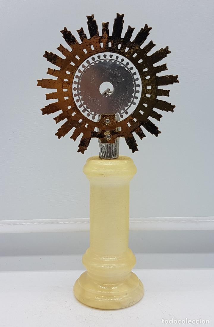 Antigüedades: Imagen antigua de la Virgen del Pilar en metal plateado y dorado, sobre peana de marmol o alabastro - Foto 3 - 81309268