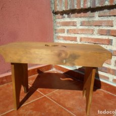 Antigüedades: BANQUETA EN MADERA DE PINO ANTIGUA. Lote 81569552