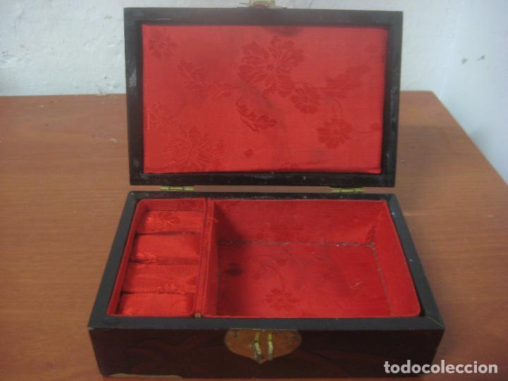 Antigüedades: CAJA JOYERO CON DIORAMA CENTRAL, ORIGEN CHINO, MADERA CON FIGURAS TALLADAS DE CORCHO Y NACAR,ANTIGUO - Foto 3 - 83280560