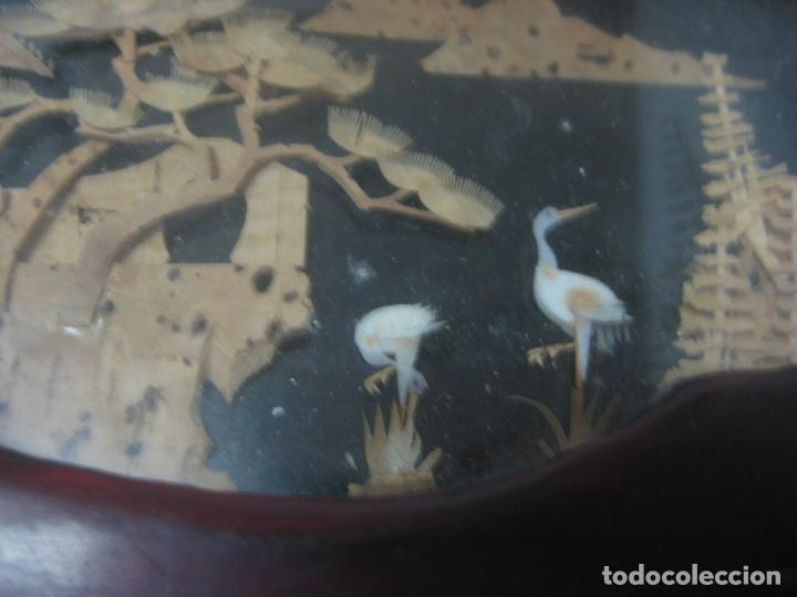 Antigüedades: CAJA JOYERO CON DIORAMA CENTRAL, ORIGEN CHINO, MADERA CON FIGURAS TALLADAS DE CORCHO Y NACAR,ANTIGUO - Foto 6 - 83280560