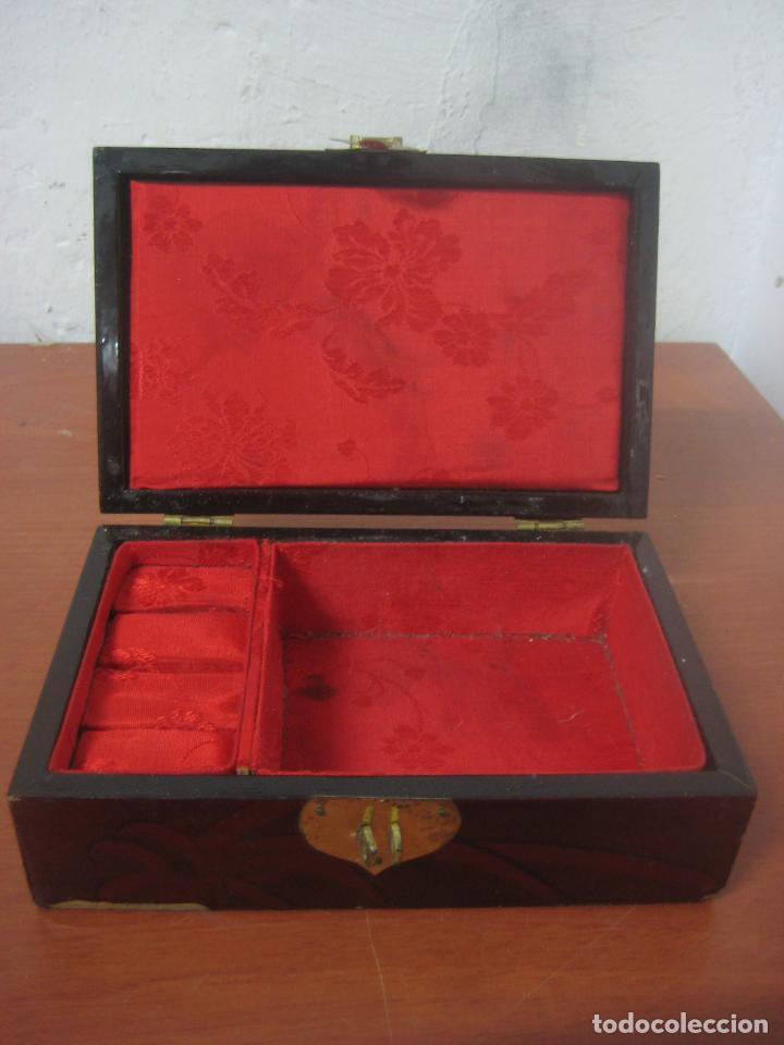 Antigüedades: CAJA JOYERO CON DIORAMA CENTRAL, ORIGEN CHINO, MADERA CON FIGURAS TALLADAS DE CORCHO Y NACAR,ANTIGUO - Foto 7 - 83280560