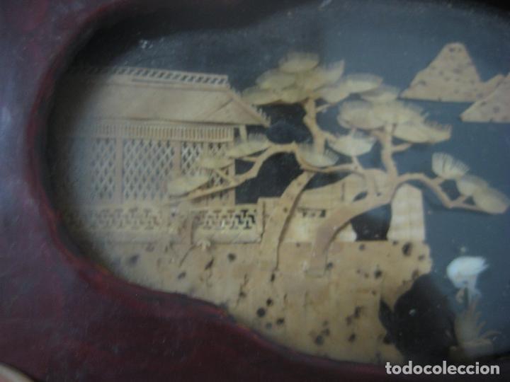 Antigüedades: CAJA JOYERO CON DIORAMA CENTRAL, ORIGEN CHINO, MADERA CON FIGURAS TALLADAS DE CORCHO Y NACAR,ANTIGUO - Foto 11 - 83280560