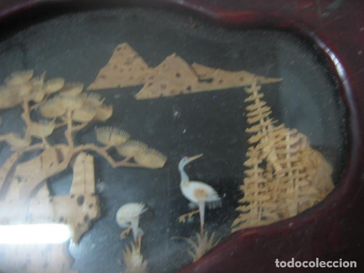 Antigüedades: CAJA JOYERO CON DIORAMA CENTRAL, ORIGEN CHINO, MADERA CON FIGURAS TALLADAS DE CORCHO Y NACAR,ANTIGUO - Foto 12 - 83280560