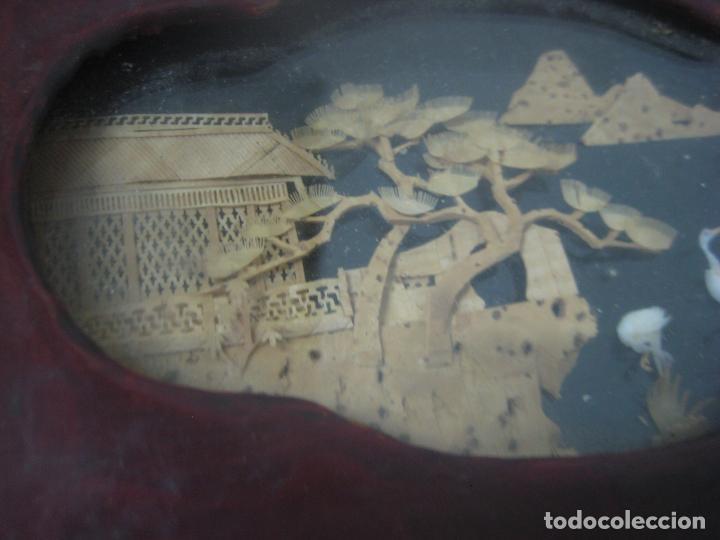 Antigüedades: CAJA JOYERO CON DIORAMA CENTRAL, ORIGEN CHINO, MADERA CON FIGURAS TALLADAS DE CORCHO Y NACAR,ANTIGUO - Foto 13 - 83280560