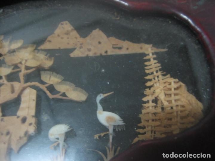Antigüedades: CAJA JOYERO CON DIORAMA CENTRAL, ORIGEN CHINO, MADERA CON FIGURAS TALLADAS DE CORCHO Y NACAR,ANTIGUO - Foto 15 - 83280560