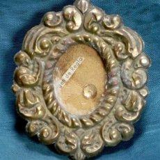Antigüedades: ANTIGUO RELICARIO DE LATÓN REPUJADO - VIRGEN DE REGLA - OBJETO RELIGIOSO - LITURGIA - RELIQUIA. Lote 81642760