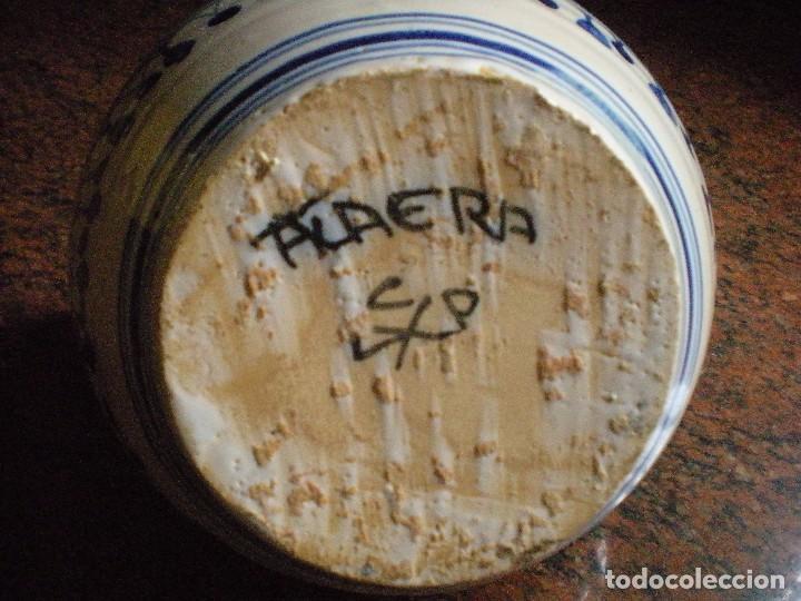 Antigüedades: Porrón chato de Talavera en blancos y azules, firmado - Foto 3 - 81643284