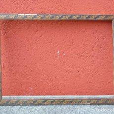 Antigüedades: ANTIGUO MARCO DE MADERA, PINTADA SOBRE ESTUCO, PARA RESTAURAR. Lote 81699832