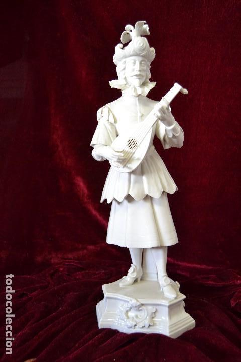 FIGURA MUSICO SIGLO XVII EN PORCELANA ALGORA (Antigüedades - Porcelanas y Cerámicas - Algora)