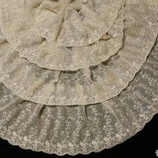 Antigüedades: MAGISTRAL BLONDA ANTIGUA DE TUL BORDADO. Lote 81722022