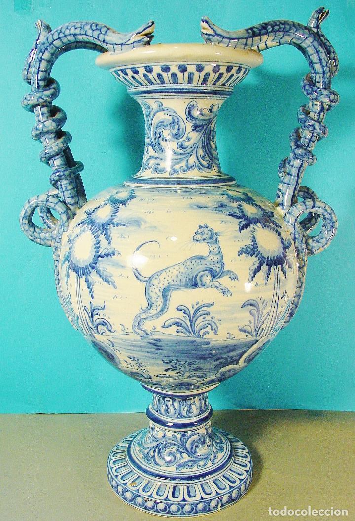 EXTRAORDINARIO JARRÓN EN CERÁMICA DECORADA. RUIZ DE LUNA. TALAVERA. FIRMADO. 46 CM. BUEN ESTADO. (Antigüedades - Porcelanas y Cerámicas - Talavera)