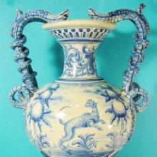 Antigüedades: EXTRAORDINARIO JARRÓN EN CERÁMICA DECORADA. RUIZ DE LUNA. TALAVERA. FIRMADO. 46 CM. BUEN ESTADO.. Lote 81788156