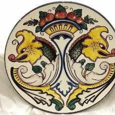 Antigüedades: PLATO DECORACIÓN FIRMADO PASCUAL ZORRILLA. CERÁMICA ESPAÑA. Lote 81859960
