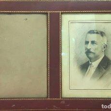 Antigüedades: MARCO DOBLE DE CUERO ROJIZO CON CENEFA DORADA. ESPAÑA. SIGLO XX (?). Lote 81991540