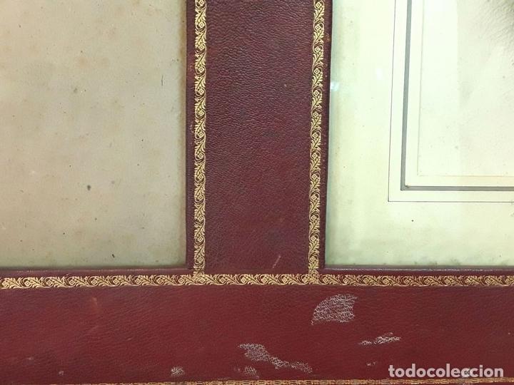 Antigüedades: MARCO DOBLE DE CUERO ROJIZO CON CENEFA DORADA. ESPAÑA. SIGLO XX (?) - Foto 5 - 81991540