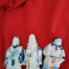 Antigüedades: DIOSES CHINOS DE PORCELANA. Lote 81996086