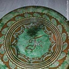 Antigüedades: PLATO CERAMICA VERDE DE TITO UBEDA - DE 31 CM DE DIÁMETRO.. Lote 82003723
