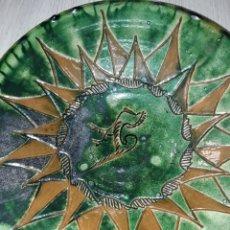 Antigüedades: PLATO CERAMICA VERDE DE TITO UBEDA - DE 33 CM DE DIÁMETRO. Lote 82005918
