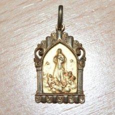 Antigüedades: PRECIOSA ANTIGUA MEDALLA DE LA VIRGEN EN ORO CHAPEADO. Lote 82075060