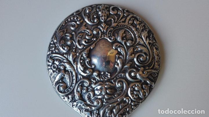 Antigüedades: Espejo de mano en Plata repujada. Finales del siglo XIX - Foto 4 - 82075472