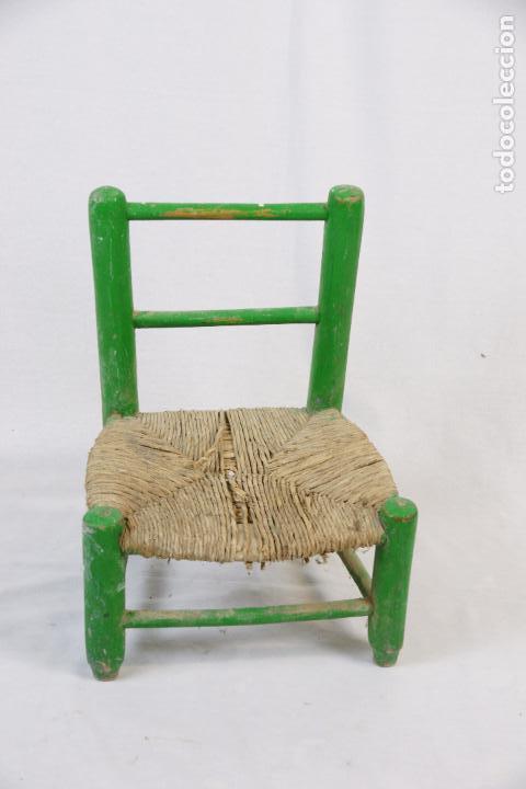 Antigua y peque a silla r stica de madera de pi comprar for Silla madera ninos
