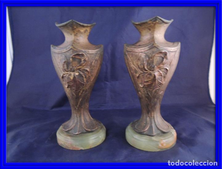 PAREJA DE COPAS DE CALAMINA MODERNISTAS SOBRE MARMOL (Antigüedades - Hogar y Decoración - Copas Antiguas)