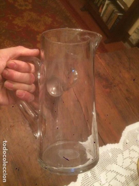 Antigüedades: Antigua pareja de jarra / jarras de cristal para agua sopladas a mano años 30-40 - Foto 10 - 82205364