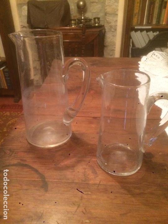 Antigüedades: Antigua pareja de jarra / jarras de cristal para agua sopladas a mano años 30-40 - Foto 13 - 82205364