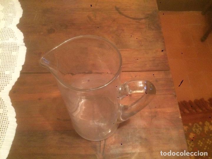 Antigüedades: Antigua pareja de jarra / jarras de cristal para agua sopladas a mano años 30-40 - Foto 17 - 82205364