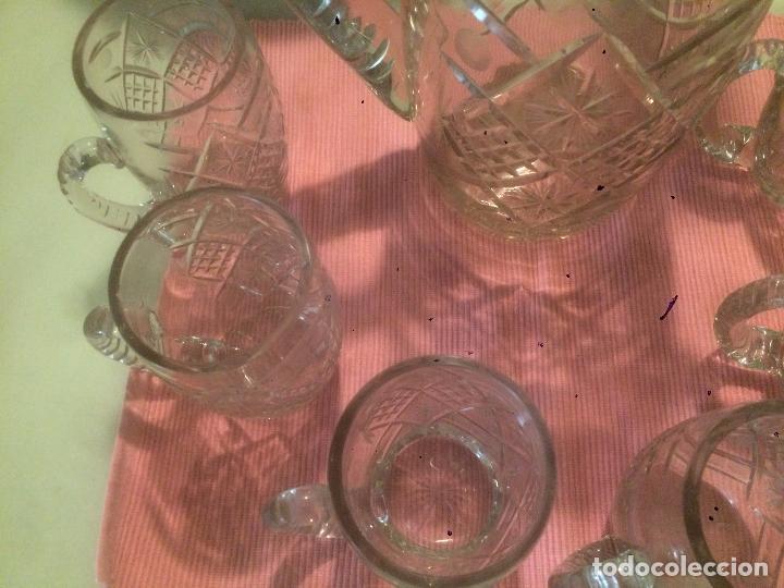 Antigüedades: Antigua jarra de cristal tallado a mano con 6 vasos a juego años 30-40 - Foto 4 - 82212596