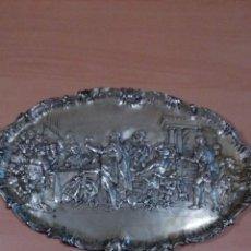 Antigüedades: BANDEJA ULTIMA CENA RUBENS REPUJADA METAL PLATEADO. Lote 82279708
